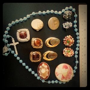 Lot of vintage jewelery. Includes tiger eye brooch